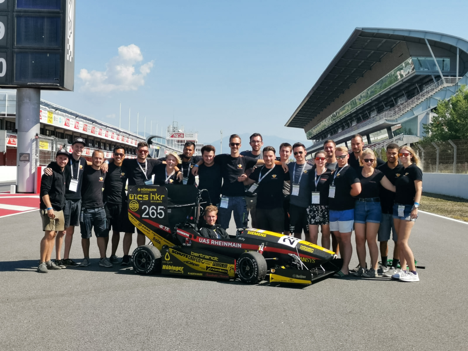 Formula-Student-Gruppenfoto-SPR19-Scuderia-Mensa
